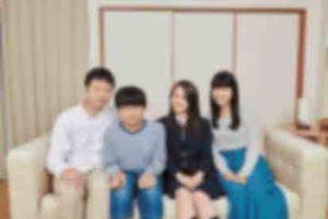 画質を落としすぎたスキマファミリーの家族写真